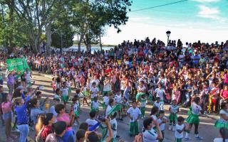 Miles de vecinos celebraron el carnaval 2018 en la Ribera de Quilmes.
