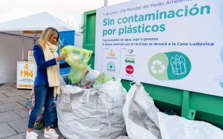 Barros Schelotto en la jornada de reciclaje solidario.