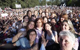 "#8M Cristina Kirchner destaca ""auténtico proceso de cambio cultural"" que impulsa el colectivo feminista"