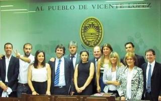 Los doce concejales que asumieron en el HCD. Foto: El Comercio