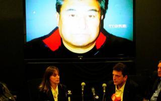 Conferencia de prensa de Massa junto a su esposa, Malena Galmarini, cuando habló sobre el robo que sufrió en su casa. Foto: Clarín