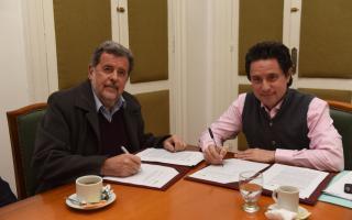 Elustondo y Sánchez Zinny firmaron el convenio.