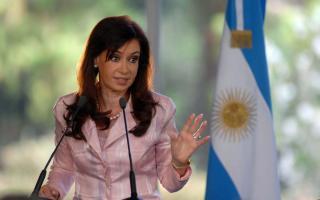 Cristina usó Twitter para desmentir notas de Clarín y La Nación.