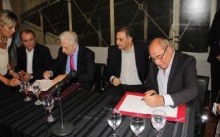 Cuartango firmó el convenio con Llamazares.