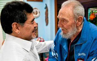 """La muerte de Maradona: Se fue el mismo día que Fidel Castro, su """"segundo padre"""""""