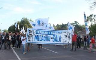 Manifestantes demandan puestos de trabajo a la altura de Mar del Plata. Foto: La Capital