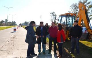 Ensenada: Firman acuerdo para repavimentar el deteriorado Camino a Punta Lara.