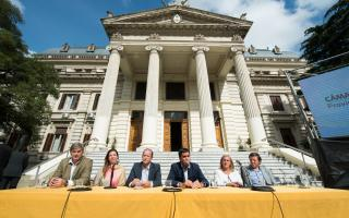 Acto frente a la Legislatura bonaerense. Fotos: Diputados PBA