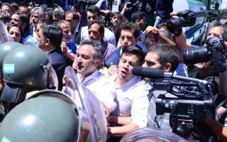 El Gobierno denunció a diputados de la oposición por intentar impedir la sesión de la Reforma previsional