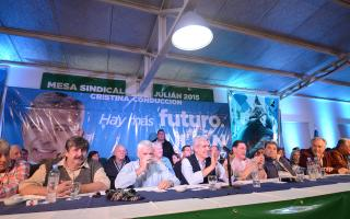 45 intendentes manifestaron su apoyo a Julián Domínguez.