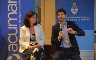 Dorina Bonetti, presidenta de ACUMAR, y Rudi Borrman, subsecretario de Innovación Pública del Ministerio de Modernización de la Nación