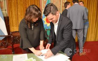 Echarren firmó convenio para obras en Castelli.