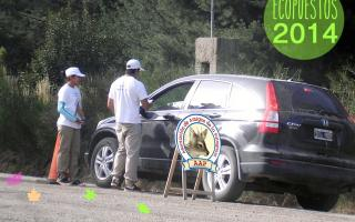 Los EcoPuestos se encuentran a la vera de los caminos y piden colaboración a los turistas para el cuidado del medioambiente