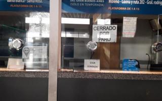 La media de fuerza afecta a los empleados y a pasajeros que quedaron vardos en la terminal de micros. Foto: Ahora Mar del Plata