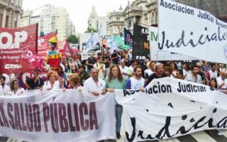 Estatales bonaerenses: Movilización y carpa frente al Congreso nacional