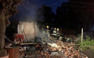 Los bomberos trabajaron en el lugar. Foto: Pilar a Diario.