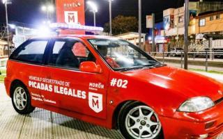 Uno de los vehículos secuestrados que ya funciona como móvil de prevención. Foto: Prensa Morón