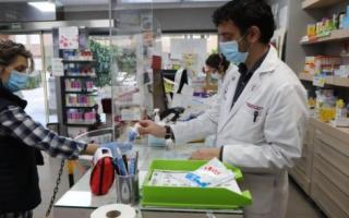 Proponen usar las farmacias como vacunatorios.
