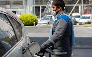 Estaciones de servicio pagan hasta catorce tasas municipales, según relevó la Federación de estacioneros