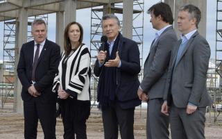 Gay, Vidal, Macri, el presidente de Dow Argentina, Gastón Remy y De Andreis.