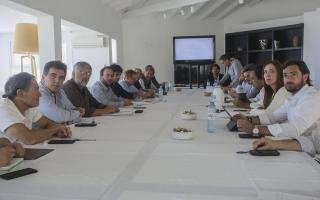 Vidal y sus ministros en Chapadmalal. Foto: Gobernación.