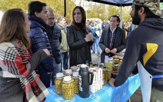 """Sica recorre el Conurbano: Visitó """"El mercado en tu barrio"""" con Vidal en Tres de Febrero"""