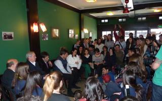 Massa mantuvo una reunión docentes en Necochea.