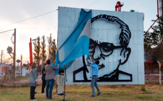 Navarro: Inauguraron monumento a Arturo Frondizi