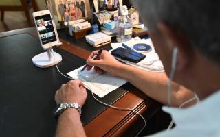 El intendente tuvo una reunión virtual con funcionario de CABA