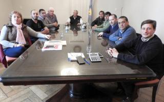 Eduardo Campana acordó la entrega de un bono a los empleados municipales por 3000 pesos