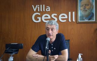 Gustavo Barrera limitó el horario comercial y de tránsito