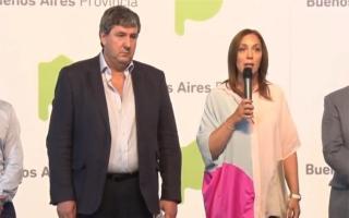 La Gobernadora María Eugenia Vidal compartiendo acto junto al ministro de Infraestructura, Roberto Gigante.