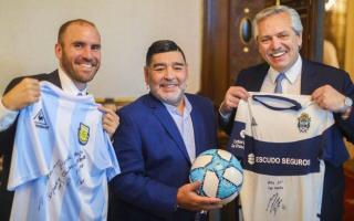 Guzmán, Maradona (DT) y Fernández