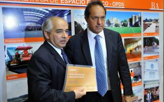 Rodríguez, junto al gobernador Scioli.