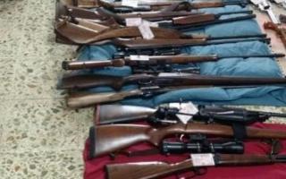 Gran cantidad de armas largas fue secuestrada. Foto: Clarín.
