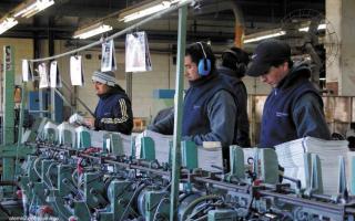 La planta cuenta con 200 trabajadores.