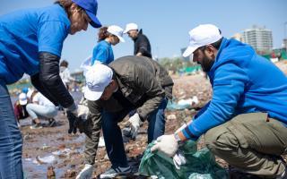 Vicente López: Limpian en orilla del Río de la Plata por el Día Internacional de la Limpieza de Playas
