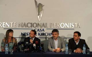 Los principales referentes del Frente para la Victoria hicieron el anuncio en una breve conferencia de prensa.