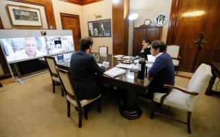 En reuniones virtuales Axel Kicillof firmó acuerdos con los jefes comunales.