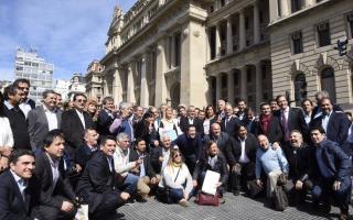 Fondo Sojero: Intendentes insisten en que se lo devuelvan y estuvieron en la Rosada y Tribunales