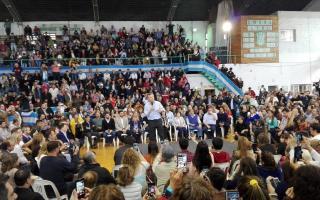 Acto de campaña de Cambiemos en Pueblo Nuevo, Olavarría. Foto: @JosefinaB