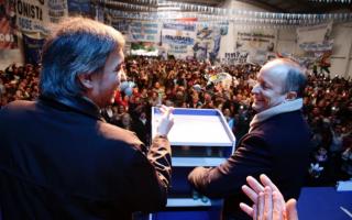 Máximo Kirchner y Martín Insaurralde en el acto en Temperley.