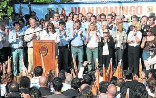 La Juan Domingo en sus inicios, junto a todo el gabinete de Daniel Scioli.