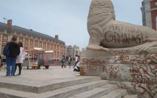 El Municipio restaurará el los Lobos Marinos vandalizado