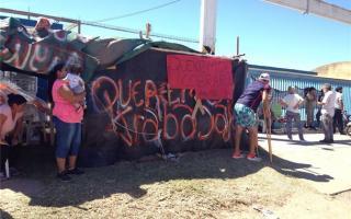Los empleados del Frigorífico en reclamo del pago de sueldos atrasados. Foto: Noticias Pehuajó