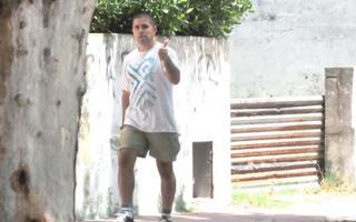 Aníbal Luna caminando por Madariaga en enero de este año. Foto: Revista Noticias