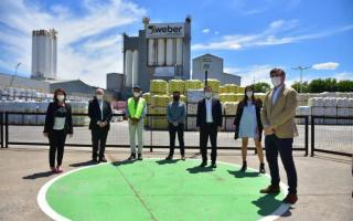Otermín y Nardini recorrieron la planta de Weber Saint-Gobain en Malvinas Argentinas