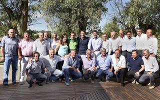 Massa junto a los jefes comunales de la Provincia.
