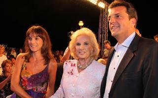 Malena Galmarini, Mirtha Legrand y Sergio Massa en la previa al desfile. Foto: Eduardo Aguada / Teleshow
