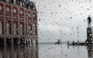 El domingo el pronóstico indica que habrámal tiempo con chaparrones sobre todo a la noche y el lunes 22 seguiría con lluvias y tormentas